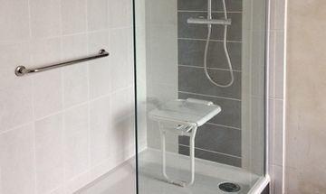 Aménagement de salle de bains personnes âgées